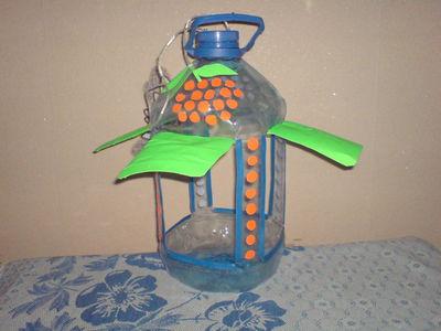 Кормушка для птиц из пластиковой бутылки своими